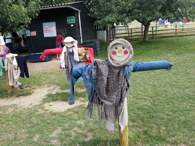 9-kids-day-out-dressing-up-scarecrows